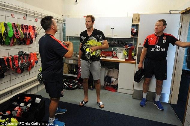 Thu mon Petr Cech co buoi tap dau tien cung Arsenal hinh anh 7