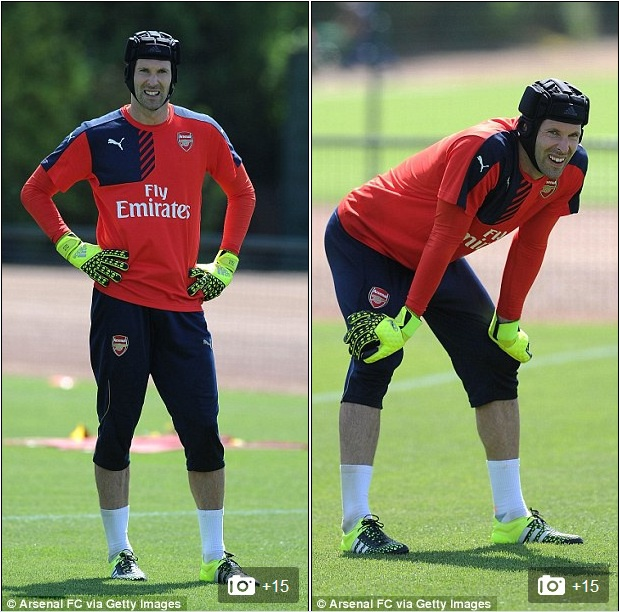 Thu mon Petr Cech co buoi tap dau tien cung Arsenal hinh anh 8