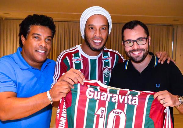 Ronaldinho tim duoc ben do moi hinh anh