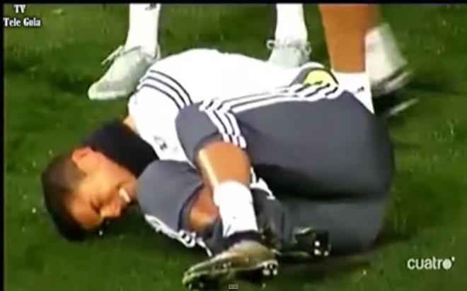 Ronaldo nam san sau cu tac bong nguy hiem cua Pepe hinh anh