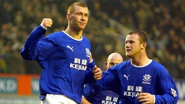Rooney da giao huu duoi mau ao Everton de tri an dong doi cu hinh anh