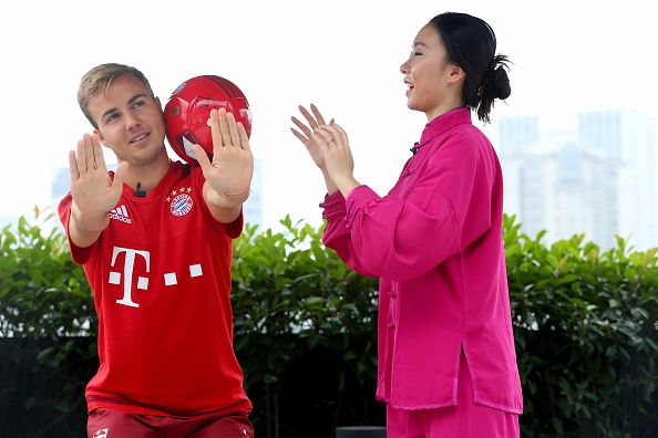 Mario Goetze tap vo khi du dau cung Bayern hinh anh 6