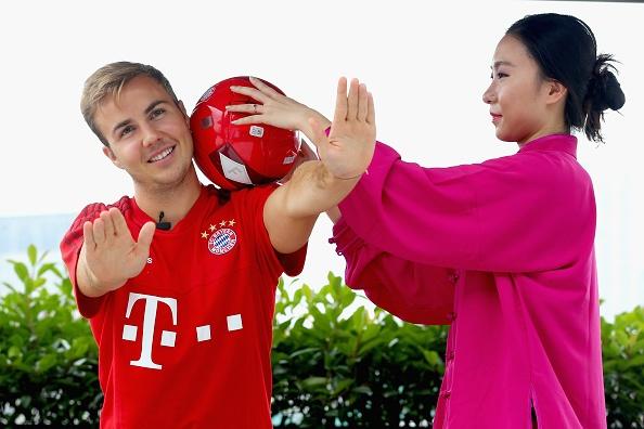 Mario Goetze tap vo khi du dau cung Bayern hinh anh 5