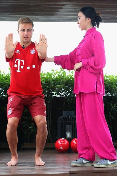 Mario Goetze tap vo khi du dau cung Bayern hinh anh 3