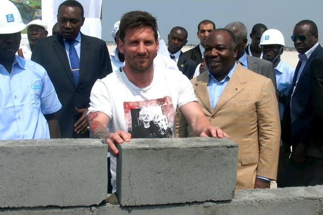 Diem tin 22/7: 'Messi toi Gabon khong phai vi tien' hinh anh
