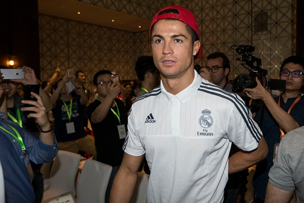 Van Gaal: 'M.U se mua sieu sao, nhung khong phai Ronaldo' hinh anh