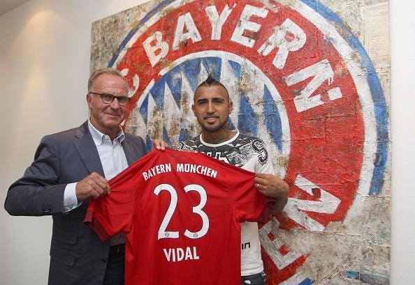 Arturo Vidal ra mat Bayern sau khi ky hop dong 4 nam hinh anh