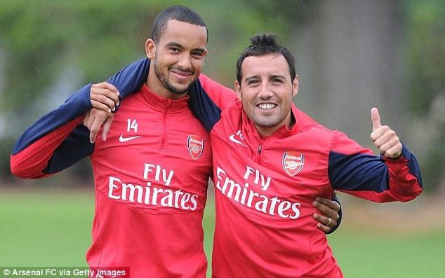 Arsenal niu chan Walcott, Cazorla bang hop dong moi hinh anh