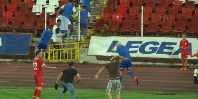 Fan CSKA Sofia tran xuong san tan cong cau thu Ashdod hinh anh