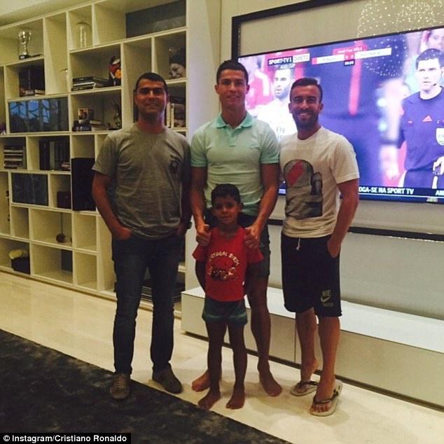 Ronaldo khoe dang manh me trong bo suu tap moi hinh anh 7