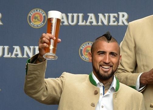 Vidal, Costa lan dau thuong thuc le hoi bia cung Bayern hinh anh