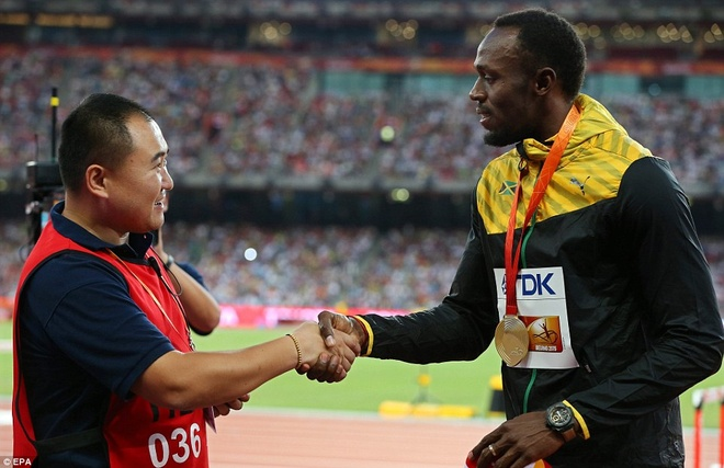 Usain Bolt chap nhan loi xin loi cua nhan vien quay phim hinh anh