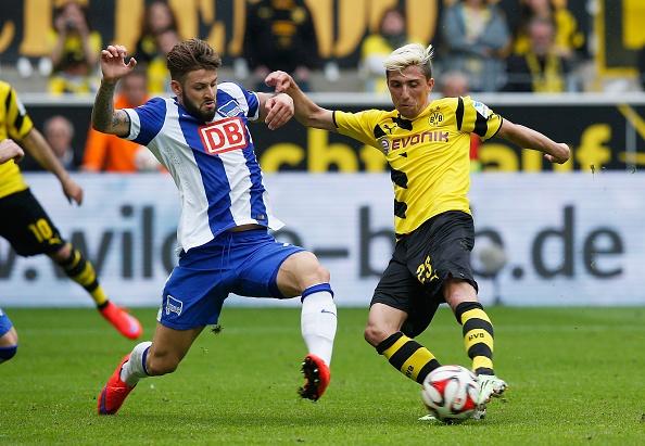 Ha Hertha Berlin 3-1, Dortmund doi lai ngoi dau tu Bayern hinh anh 4