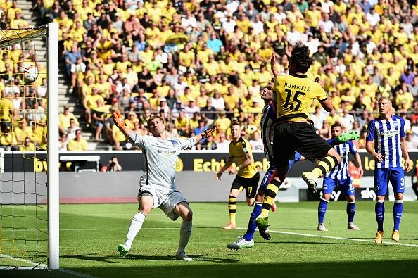 Ha Hertha Berlin 3-1, Dortmund doi lai ngoi dau tu Bayern hinh anh 11