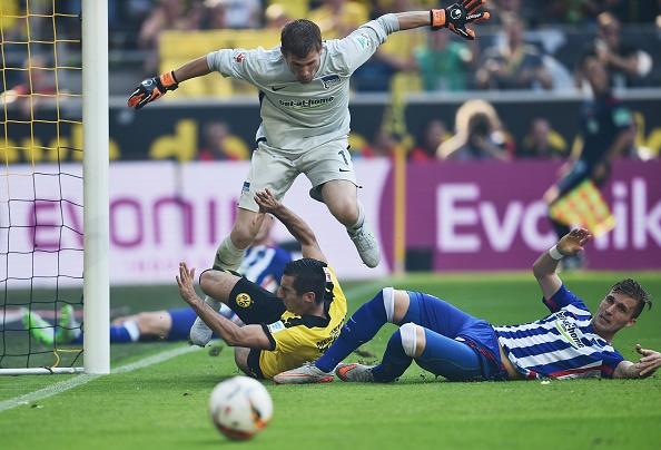 Ha Hertha Berlin 3-1, Dortmund doi lai ngoi dau tu Bayern hinh anh 19