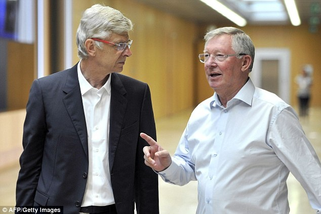 HLV Wenger va Sir Alex tai ngo trong cuoc hop cua UEFA hinh anh