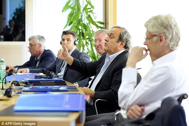 HLV Wenger va Sir Alex tai ngo trong cuoc hop cua UEFA hinh anh 4