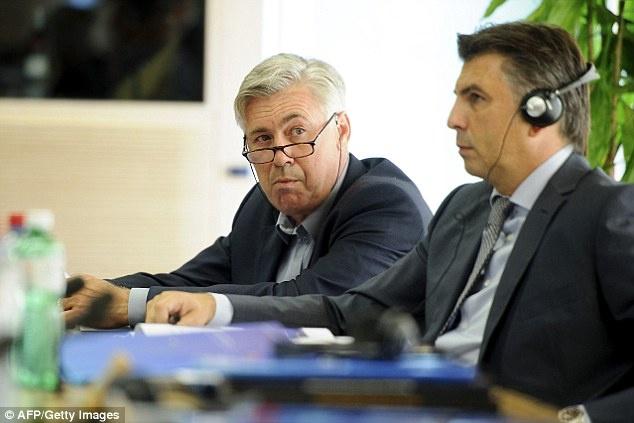 HLV Wenger va Sir Alex tai ngo trong cuoc hop cua UEFA hinh anh 5