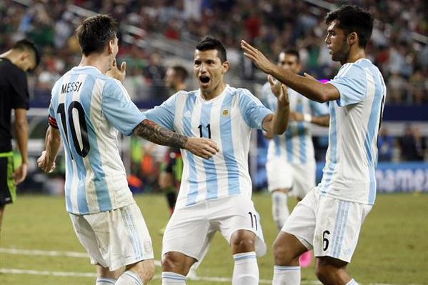 Messi va Aguero giup Argentina thoat hiem truoc Mexico hinh anh