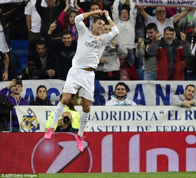 Ronaldo lap hat-trick, bo xa thanh tich cua Messi tai Cup C1 hinh anh 3