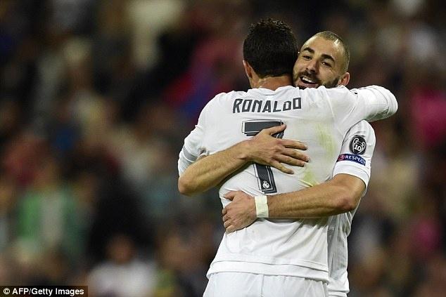 Ronaldo lap hat-trick, bo xa thanh tich cua Messi tai Cup C1 hinh anh 4