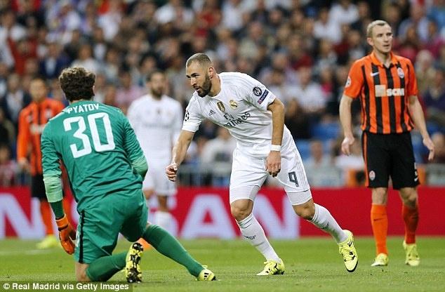 Ronaldo lap hat-trick, bo xa thanh tich cua Messi tai Cup C1 hinh anh 5