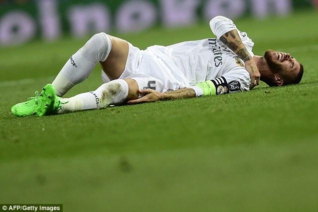 Ronaldo lap hat-trick, bo xa thanh tich cua Messi tai Cup C1 hinh anh 9