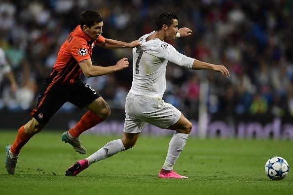 Ronaldo lap hat-trick, bo xa thanh tich cua Messi tai Cup C1 hinh anh 11