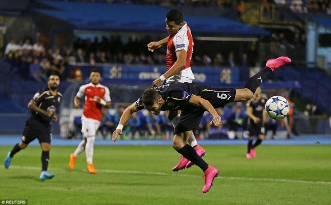 Arsenal bai tran tai Champions League vi the do va phan luoi hinh anh 9