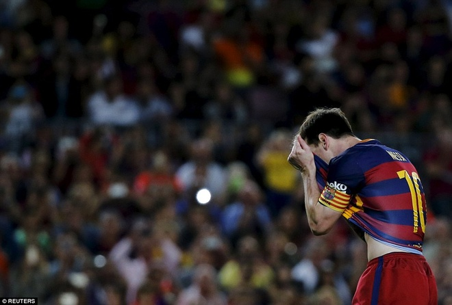 Messi da sut penalty vot xa trong tran gap Levante hinh anh