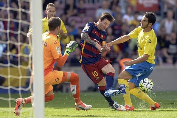 Suarez lap cu dup giup Barca ha Las Palmas 2-1 hinh anh 9