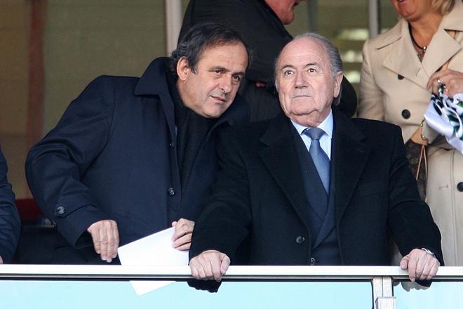 Blatter doi mat voi an tu 5 nam, Platini bi nghi pham toi hinh anh 1