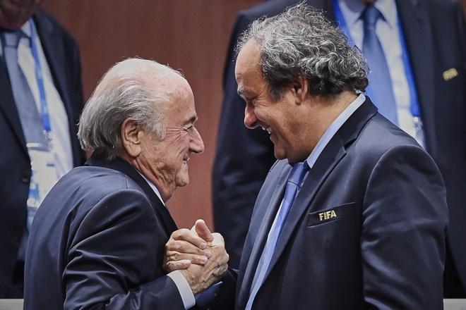 Blatter doi mat voi an tu 5 nam, Platini bi nghi pham toi hinh anh 2