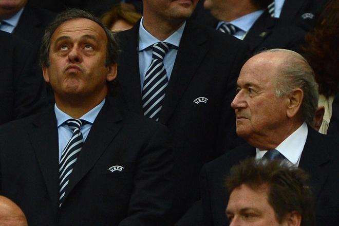 Uy ban dao duc FIFA dieu tra Blatter va Platini hinh anh