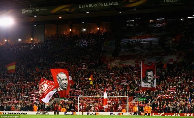 Liverpool bi Sion kim chan ngay tai Anfield hinh anh 4