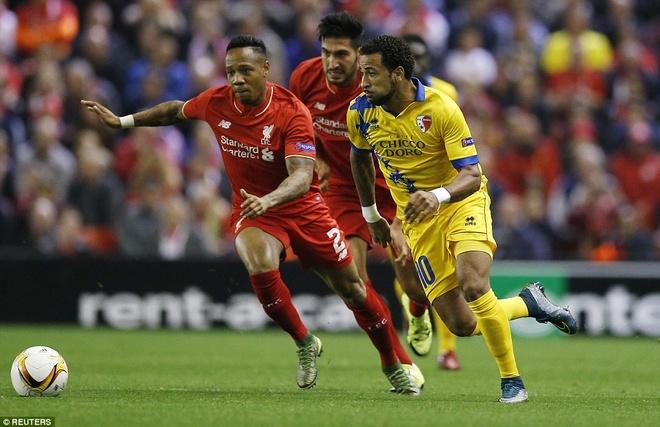 Liverpool bi Sion kim chan ngay tai Anfield hinh anh 10