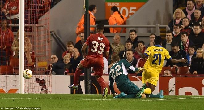 Liverpool bi Sion kim chan ngay tai Anfield hinh anh 7
