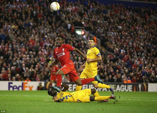 Liverpool bi Sion kim chan ngay tai Anfield hinh anh 11