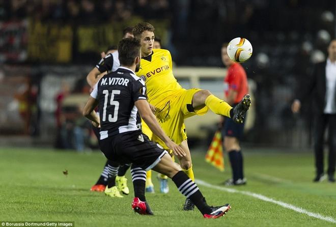 Fan Dortmund noi loan trong tran hoa tai Europa League hinh anh 11
