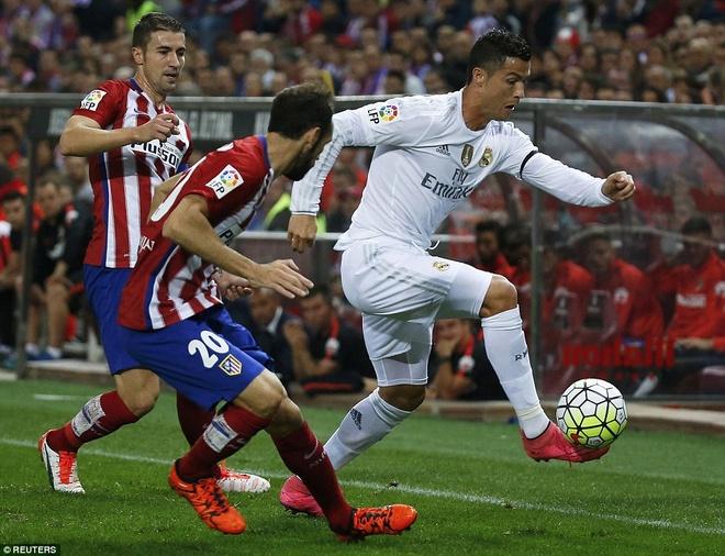 Ronaldo choi mo nhat, Real bi kim chan o derby Madrid hinh anh 1
