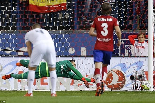 Ronaldo choi mo nhat, Real bi kim chan o derby Madrid hinh anh 8