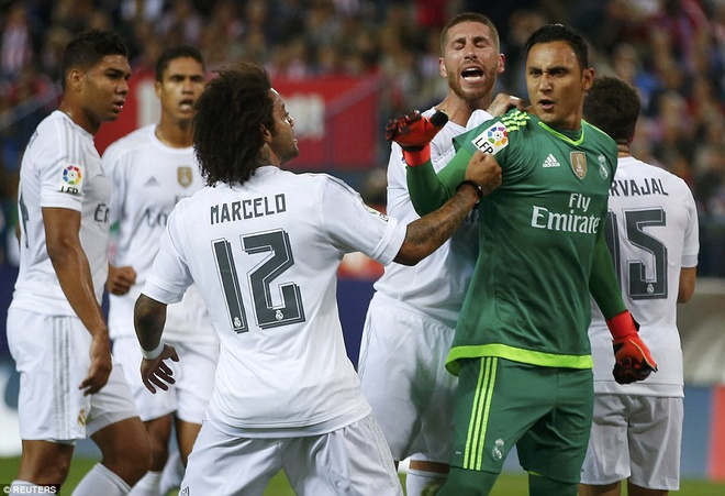 Ronaldo choi mo nhat, Real bi kim chan o derby Madrid hinh anh 13
