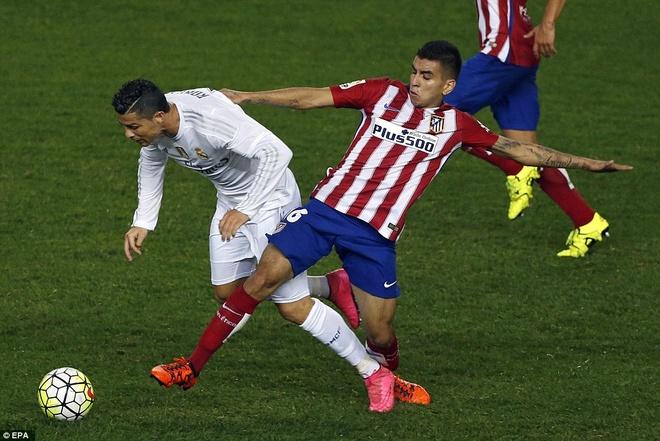 Ronaldo choi mo nhat, Real bi kim chan o derby Madrid hinh anh 2