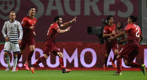 Ronaldo im tieng, Bo Dao Nha van gianh ve du VCK EURO 2016 hinh anh 4