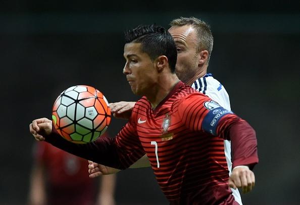 Ronaldo im tieng, Bo Dao Nha van gianh ve du VCK EURO 2016 hinh anh 1