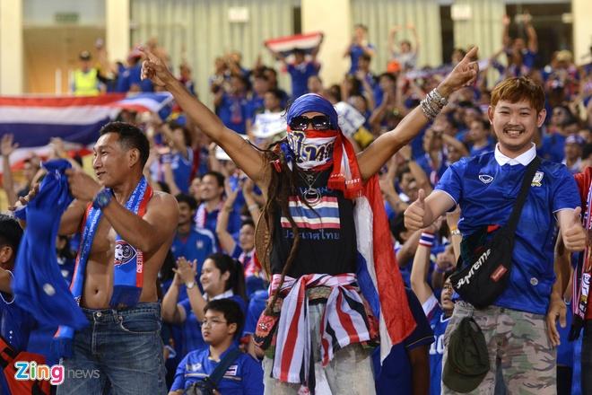 Thai Lan vung ngoi dau sau tran thang Viet Nam 3-0 hinh anh 22