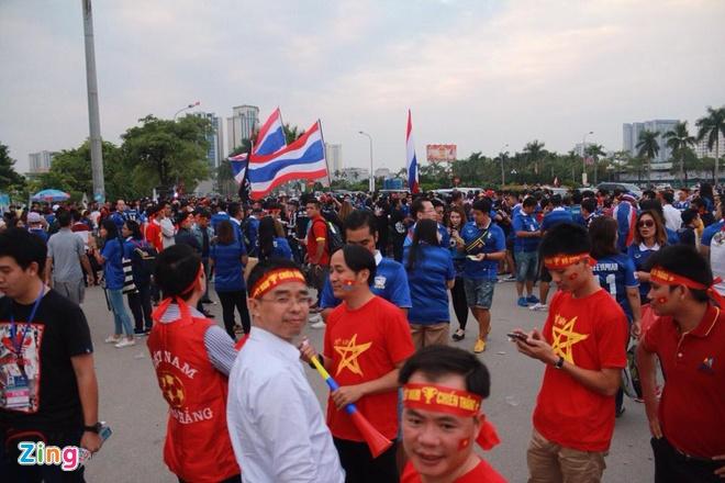 Thai Lan vung ngoi dau sau tran thang Viet Nam 3-0 hinh anh 7