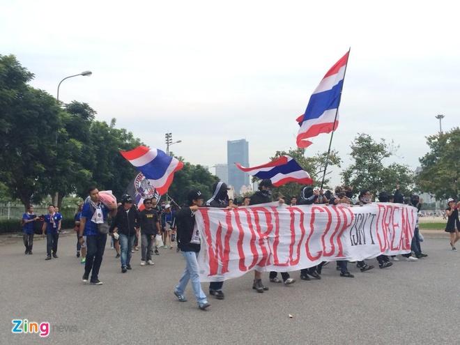 Thai Lan vung ngoi dau sau tran thang Viet Nam 3-0 hinh anh 11