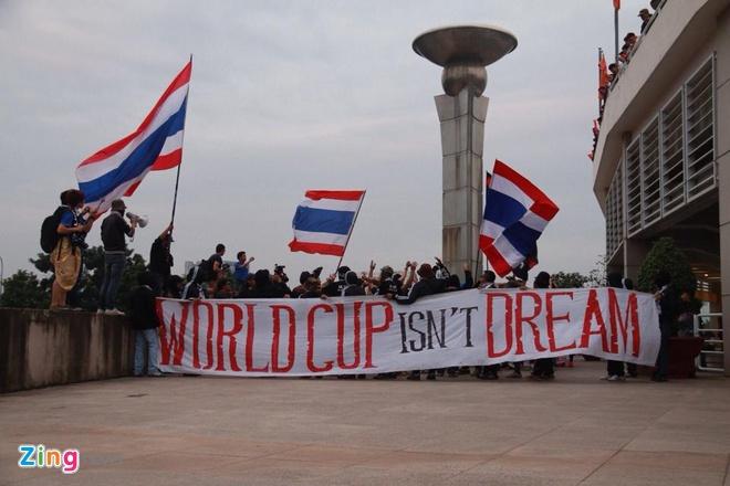 Thai Lan vung ngoi dau sau tran thang Viet Nam 3-0 hinh anh 13