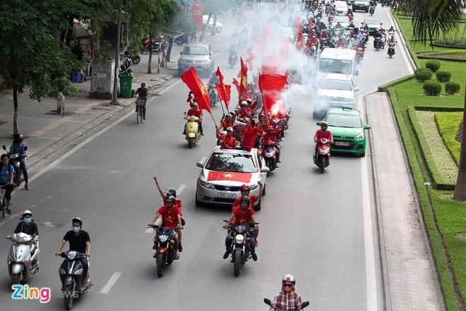 Thai Lan vung ngoi dau sau tran thang Viet Nam 3-0 hinh anh 14